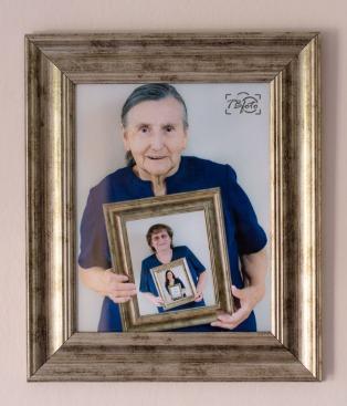 Třígenerační portrét, který společně můžeme na přání vytvořit https://tbfoto.cz/2016/08/31/trigeneracni-fotografie/