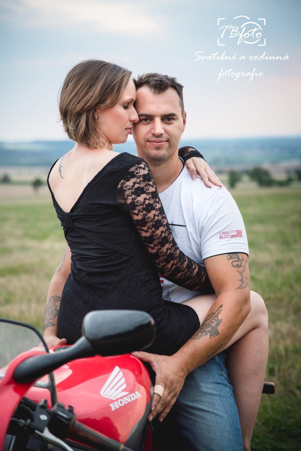 Par_na_motorce_rande_foceni_fotograf_Kutna_hora