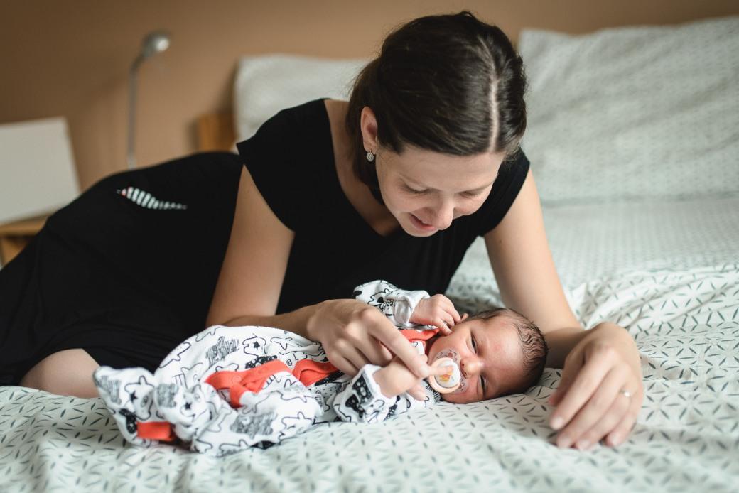 Newborn_foceni_Kolin_rodinny_fotograf_006