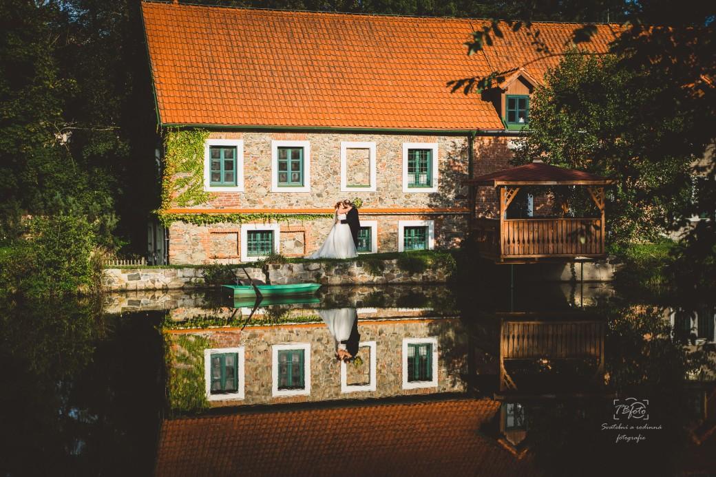 Svatebni_fotograf_svatby_ve_mlyne_stribrna_skalice