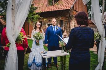 Svatba_na_statku_U_nás_Okresanec_svatebni_fotograf_0033