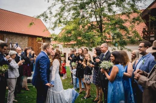 Svatba_na_statku_U_nás_Okresanec_svatebni_fotograf_0042