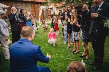Svatba_na_statku_U_nás_Okresanec_svatebni_fotograf_0043
