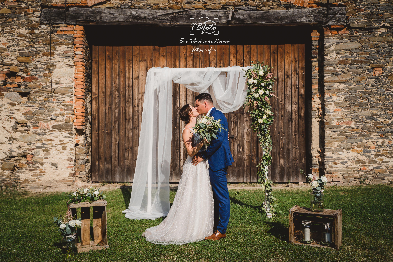 Svatebnoi_fotograf_svatba_dvur_krechor_kolin